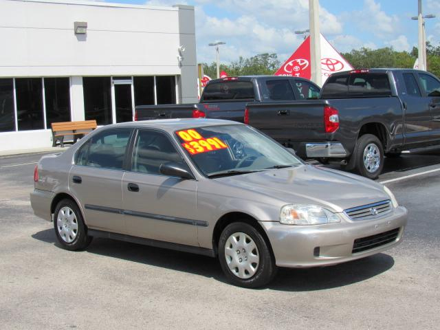 Pre Owned 2000 Honda Civic 4dr Sdn LX Auto
