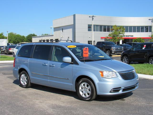 Pre Owned 2017 Chrysler Town Country 4dr Wgn Touring