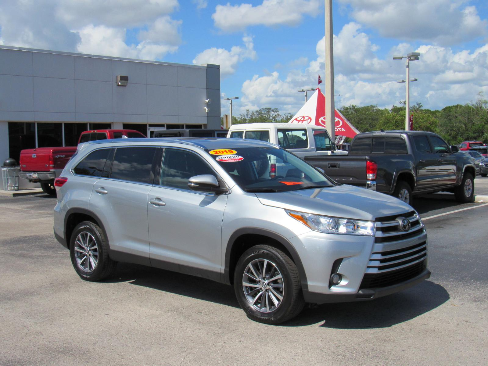 Certified Pre-Owned 2019 Toyota Highlander XLE V6 FWD (Natl)