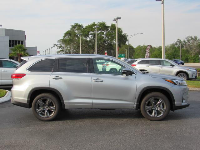 New 2017 Toyota Highlander Limited Platinum V6 Fwd