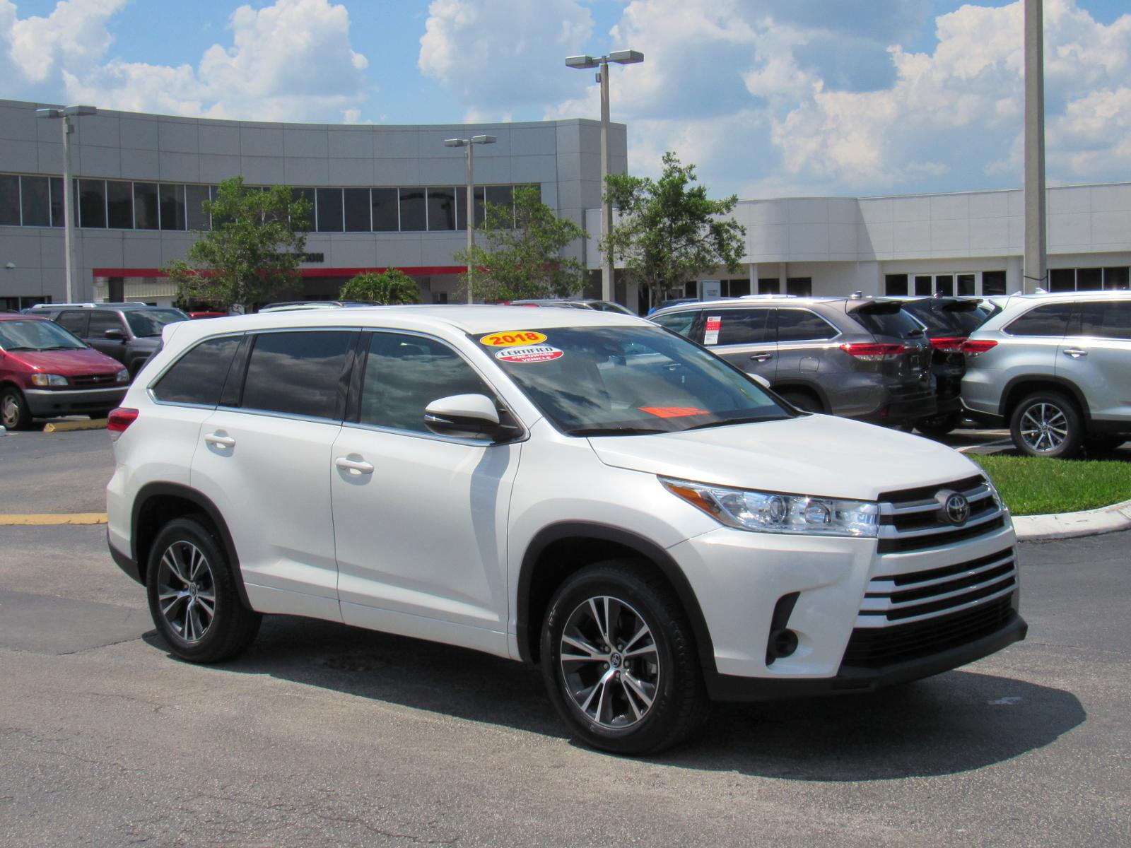 Certified Pre-Owned 2018 Toyota Highlander LE I4 FWD (Natl)