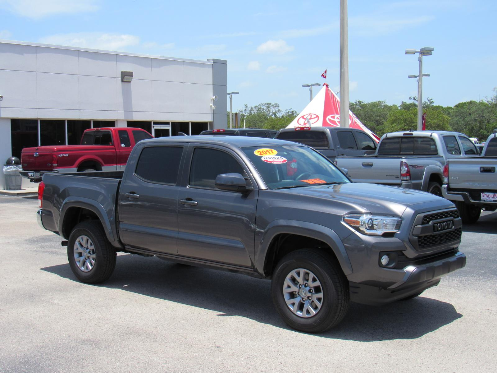 Certified Pre-Owned 2017 Toyota Tacoma SR5 Double Cab 5' Bed V6 4x2 AT (Natl)