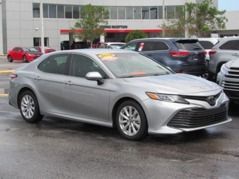 Certified Pre-Owned 2018 Toyota Camry SE Auto FWD
