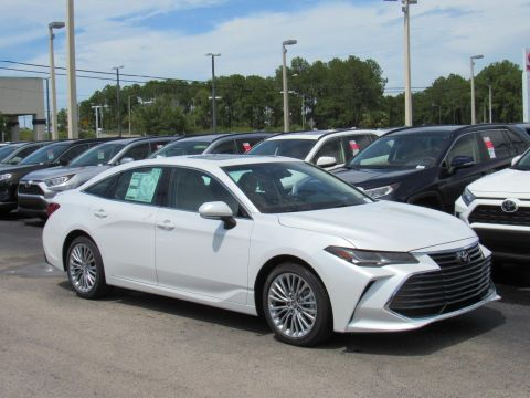 New 2019 Toyota Avalon Limited FWD