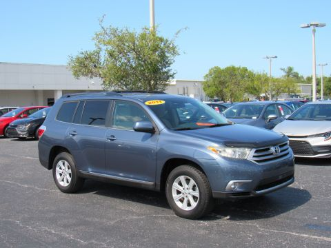 Pre-Owned 2011 Toyota Highlander FWD 4dr L4 Base