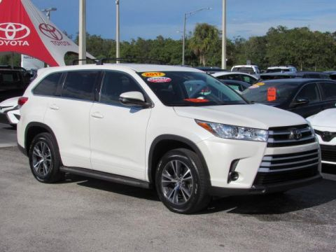 Certified Pre-Owned 2017 Toyota Highlander LE I4 FWD FWD