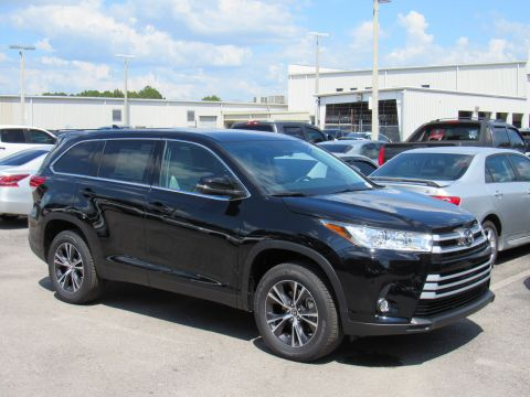 New 2019 Toyota Highlander LE Plus V6 FWD (Natl) Front Wheel Drive