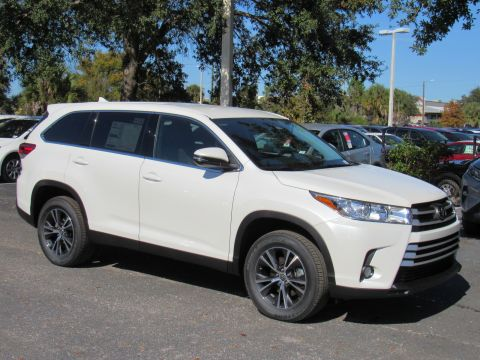 New 2019 Toyota Highlander LE Plus V6 FWD SUV FWD