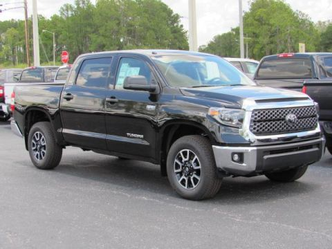 New 2019 Toyota Tundra 4WD SR5 CrewMax 5.5' Bed 5.7L With Navigation & 4WD
