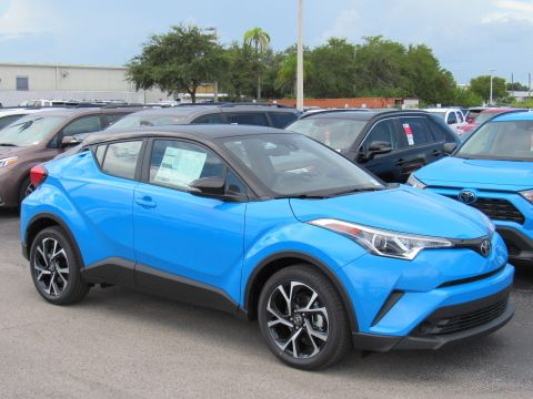 New 2019 Toyota C-HR XLE FWD (Natl) Front Wheel Drive